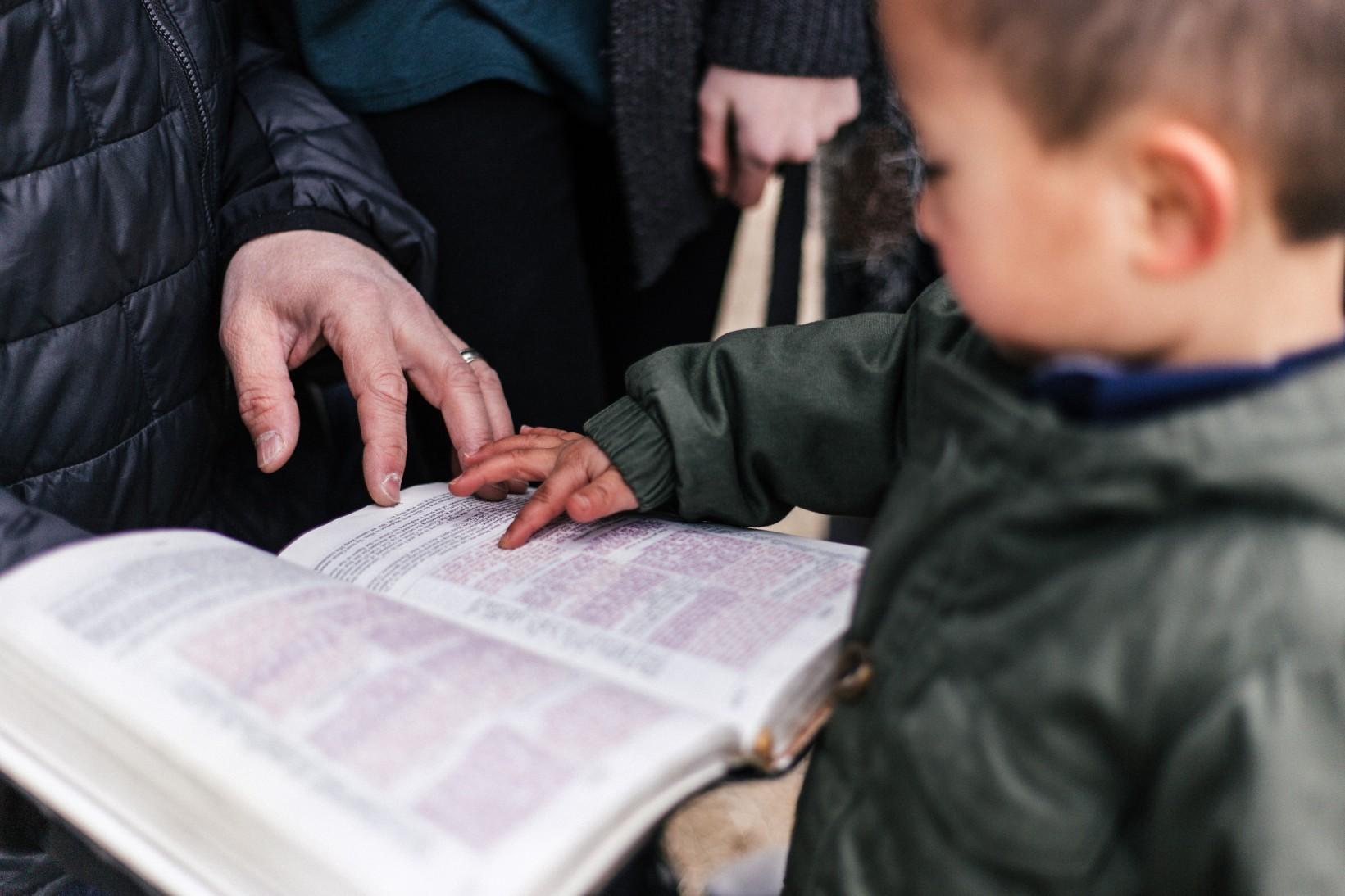 Cómo enseñar versículos Bíblicos a niños | 5 métodos
